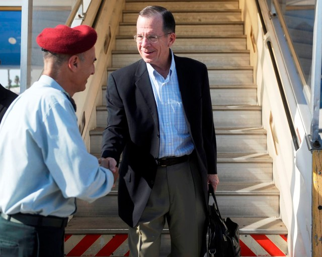 Adm Mullen is Greeted Upon Landing in Israel
