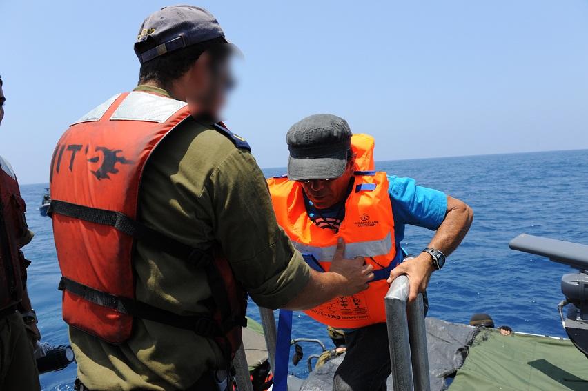 IDF Navy Soldiers Help Al-Karama Passengers board IDF Navy Vessel