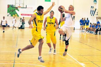 NBA point guard Jordan Farmar