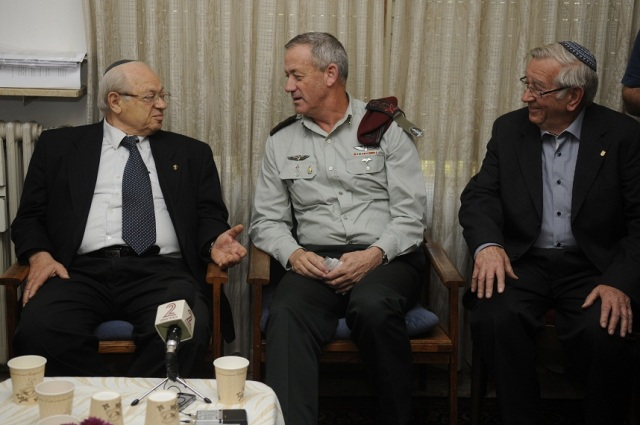 IDF Chief of the General staff Lt. Gen. Benny Gantz visits holocaust survivors